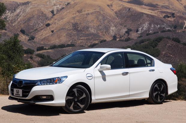 White 2017 Honda Accord Plug In Hybrid Electric Vehicle